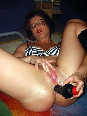 sexy adult milf masturbating porn pictures