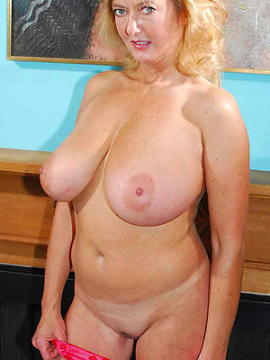 mature blonde mom stripped