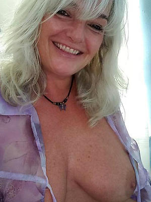 curious mature blonde in the buff pics