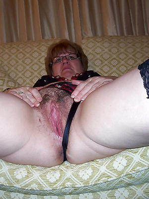 beautiful mature wet close up pussy porn pics