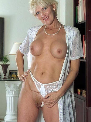 beautiful mature women stripped