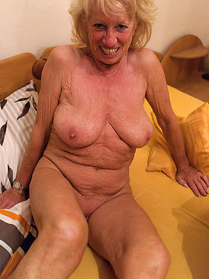 old lady pussy posing nude