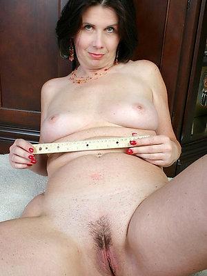 unruly nude mature brunette xxx