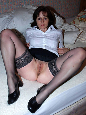 hotties mature nude brunettes