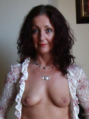gorgeous naked mature brunette xxx