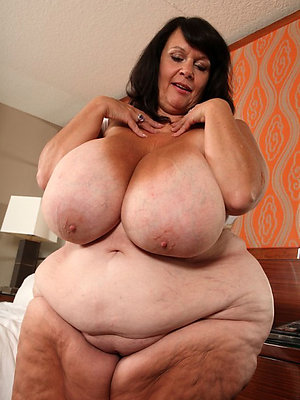 gorgeous chubby matured wife