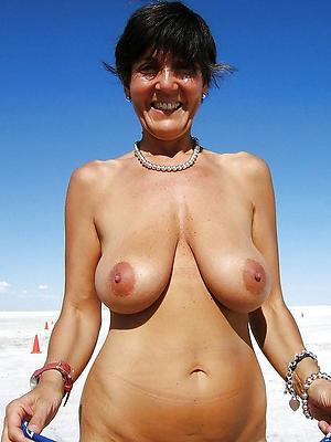 beautiful mature naked beach women