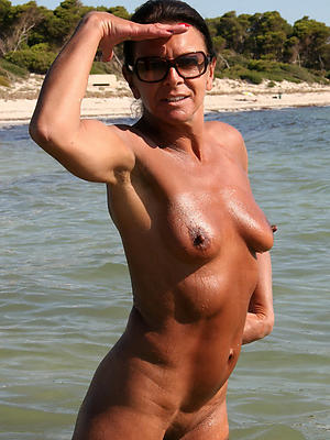 curvy mature on high nude beach porn pics