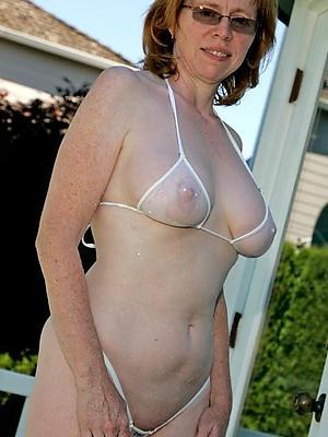 beauties mature mom bikini porn pics