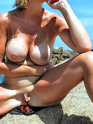 beauties mature mom boobs