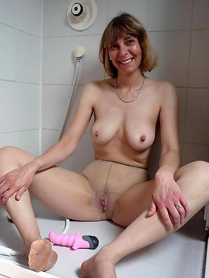 nonconforming sexy mature nylons porn pics