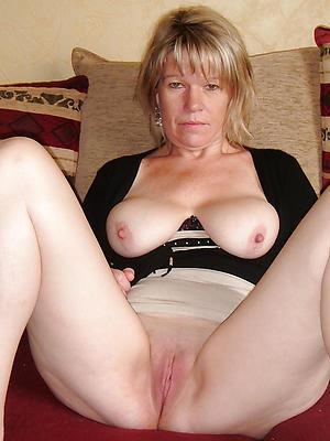 amateur mature women nude