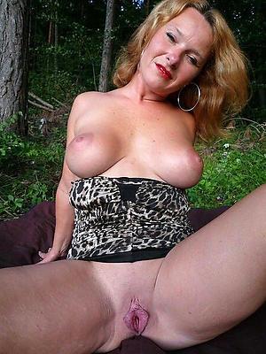 beautiful mature hairy vulva porn pics