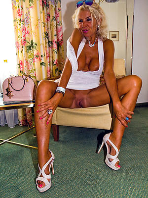 nude mature nylon legs stripped