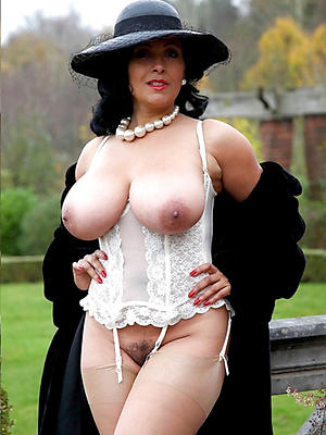 sexy mature models stripped