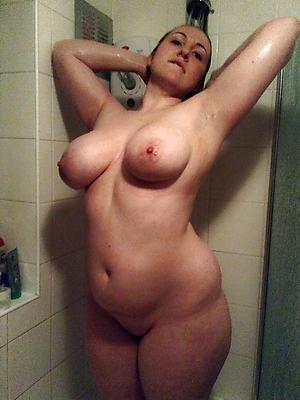 beautiful mature women in shower nude pics