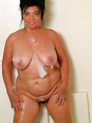xxx mature women in the shower