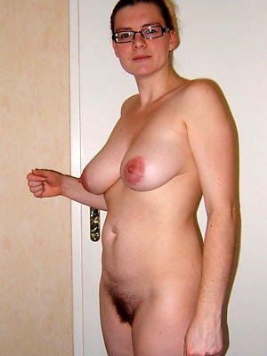 free unshaved grown up pussy posing nude