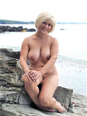 beautiful mature naked women posing nude
