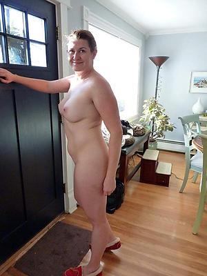 mature horny women posing nude