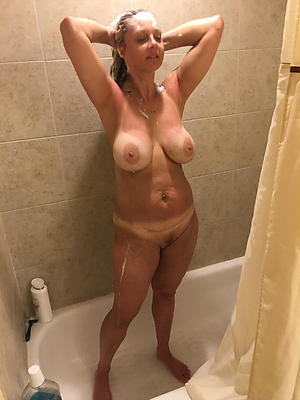 comely of age nude shower pictures