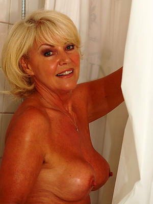 sexy mature women in shower pics