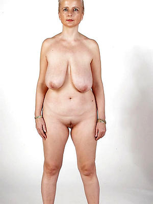 mature column with saggy tits posing nude