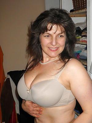 curvy mature single women walk out on 40 photo