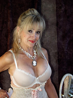 cuties old lady pussy foto