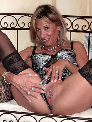 mature panty pussy posing nude