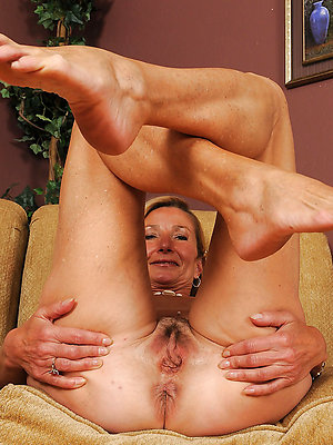 gorgeous adult women feet