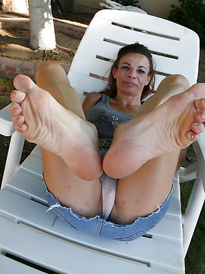 free pics of mature legs and feet