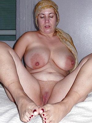 bonny mature feet porn pics