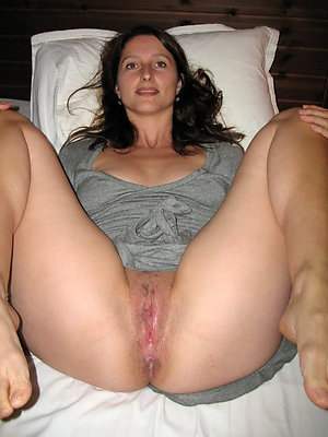 naked mature pussy toes pictures