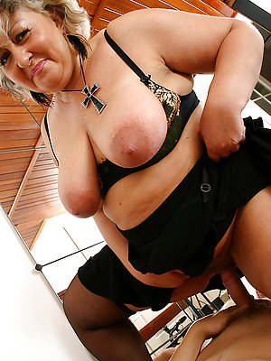 poisonous grown-up housewife fucks