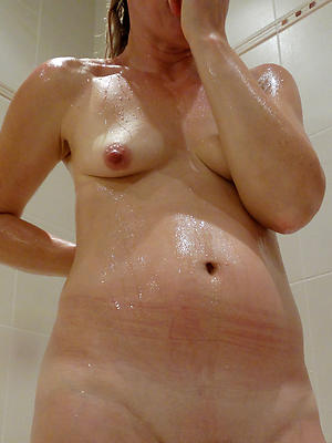 sexy mature women in the shower pics