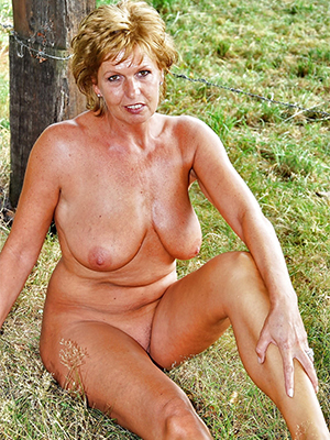xxx free mature flaxen-haired mom