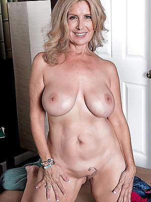 beautiful mature blonde mom nude pics