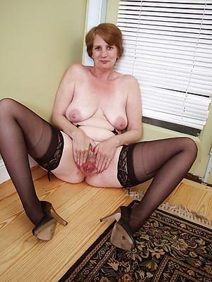 curvy mature stocking moms porn pics