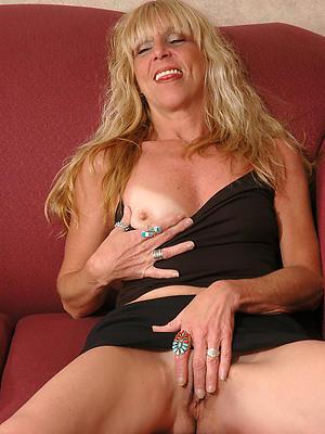 mature girlfriend nude posing nude