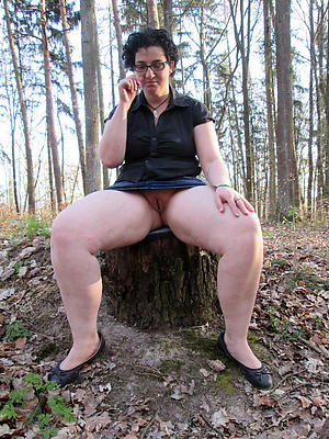 curious outdoor mature pussy pics