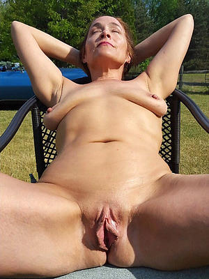 hotties alfresco mature pussy
