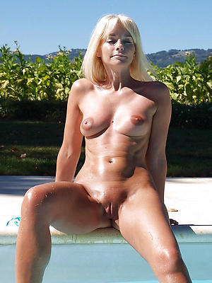superb outdoor mature pussy pics