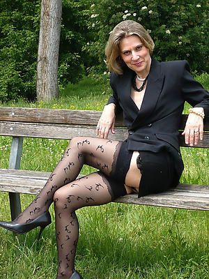 xxx free grown-up legs pictures