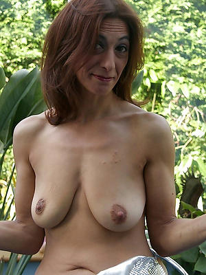mature milf big Bristols stripped