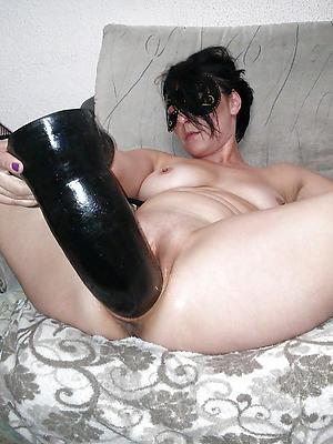 beautiful mature woman masturbation