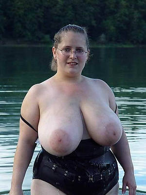 mature big interior bbw posing nude
