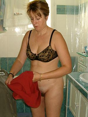 wonderful mature dame in pantyhose