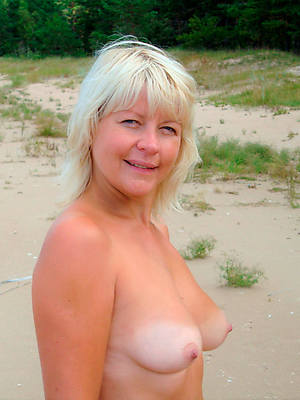 gorgeous mature women nude lakeshore