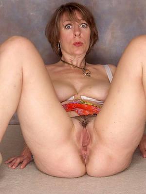 mature women vagina posing nude